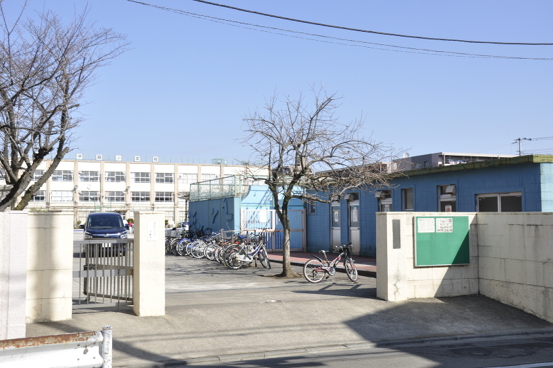 西伊興小学校