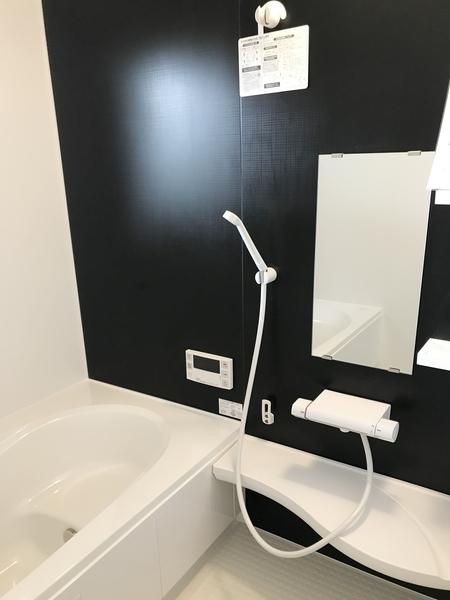 浴室は広々1坪。 浴室乾燥機付