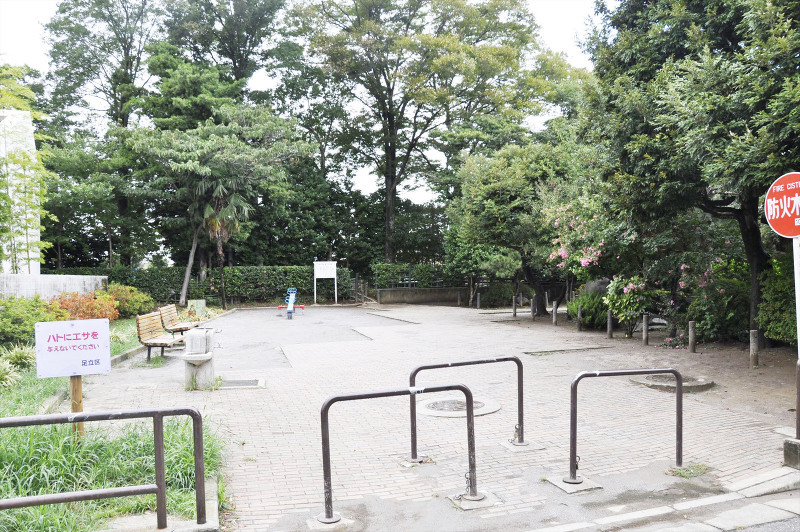 神明水の森公園石の広場