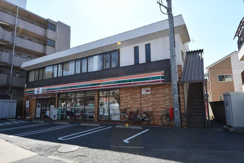 セブンイレブン本木店