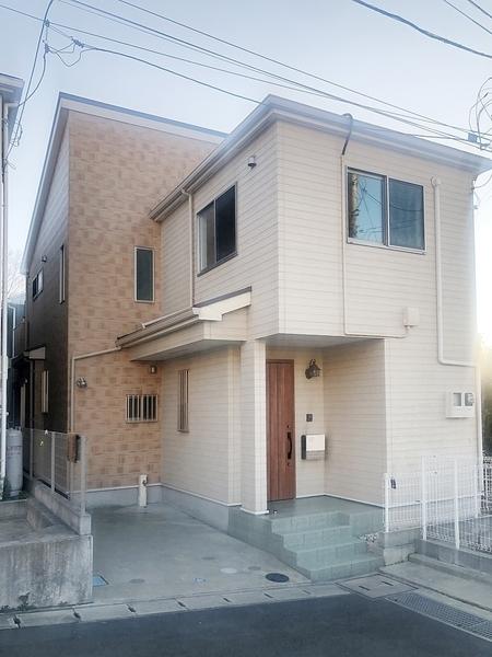 琉球風和室と洋室をあわせた和モダンな住宅