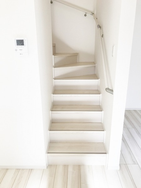 階段に手すり付です!