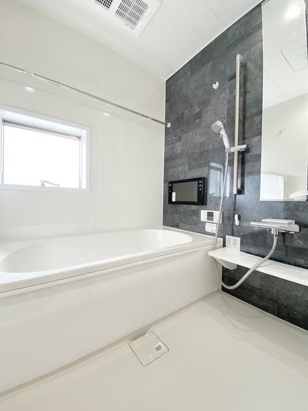 ゆとりの1坪タイプ、浴室乾燥機付。