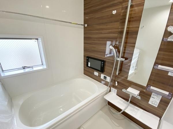 浴室乾燥機能に大型TV付。