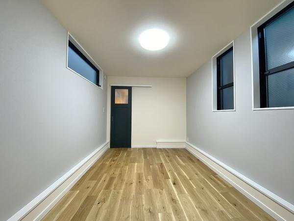 1階サービスルーム 約6.7帖