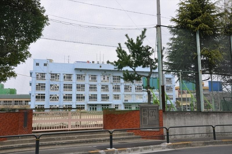 栗島中学校