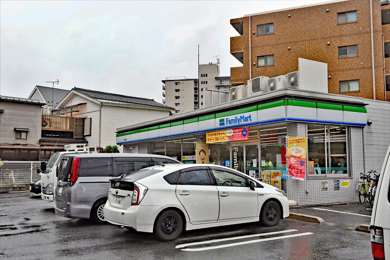 ファミリーマート足立青井店