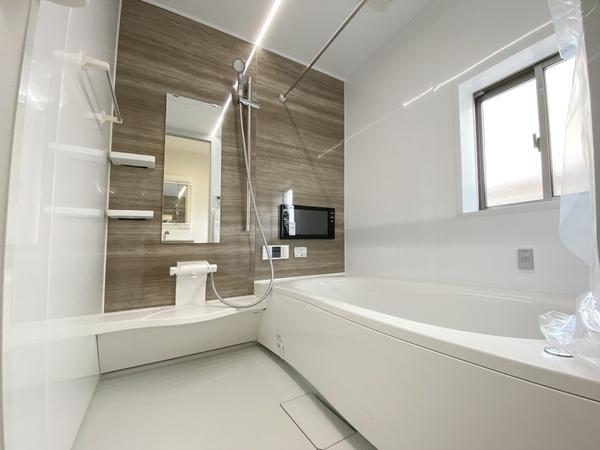 広々1坪、浴室TV付、浴室乾燥機付。