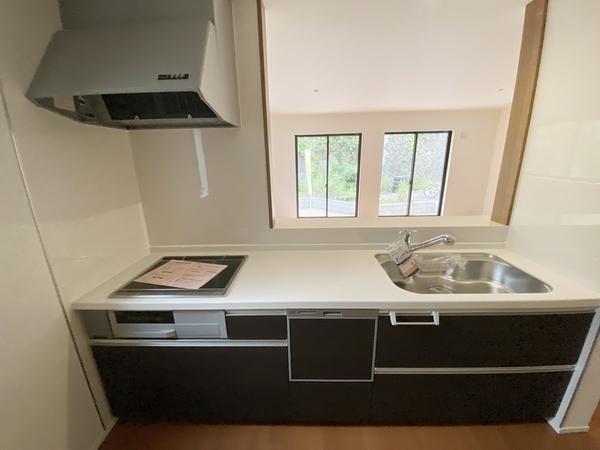 後片付けもラクラクな食器洗乾燥機付。