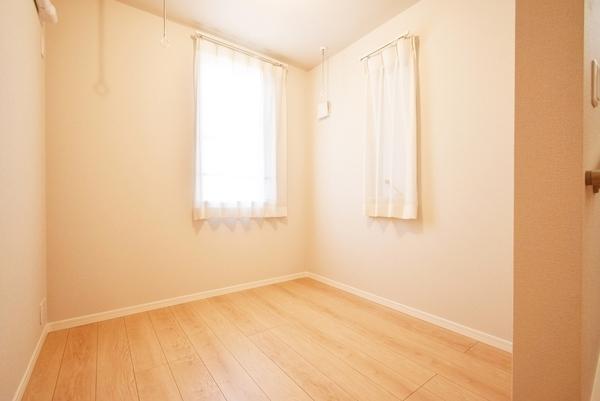 白を基調とした明るい洋室です!!
