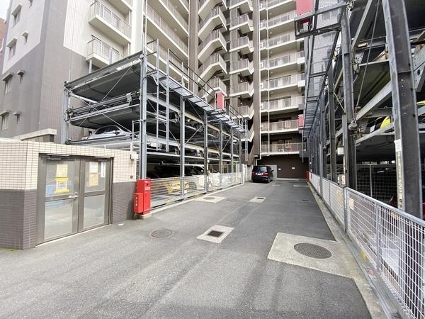 駐車場は広々しています!
