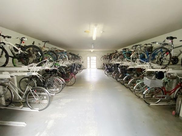 室内駐輪場・バイク置場です。