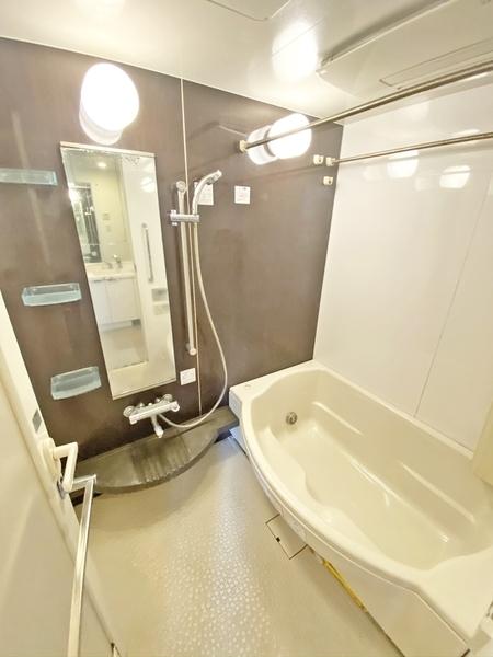 広々1坪、大活躍な浴室乾燥機付。