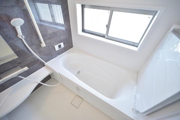 浴室乾燥機付システムバス。