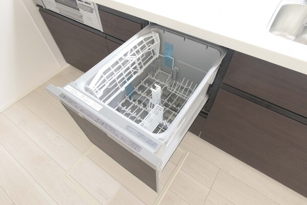 後片付けもラクラクな食器洗乾燥機付!