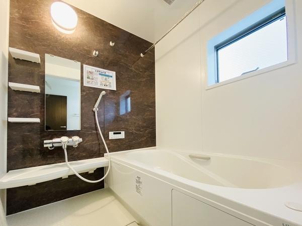 浴室乾燥機付の浴室です。