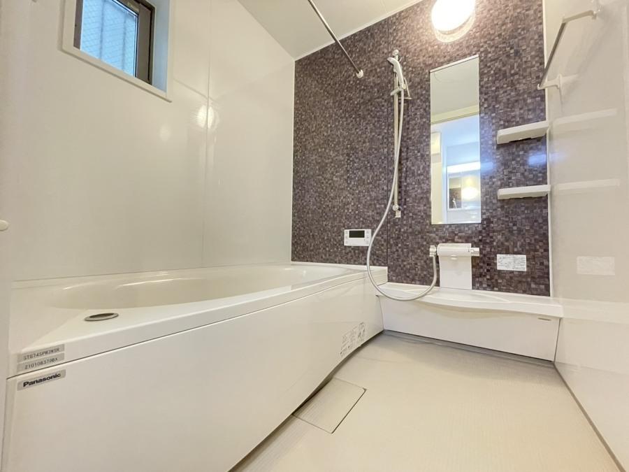一日の疲れを癒すお風呂は断熱浴槽を使っているのでお湯が冷めにくく、追い炊き機能もあるので長く入れます。