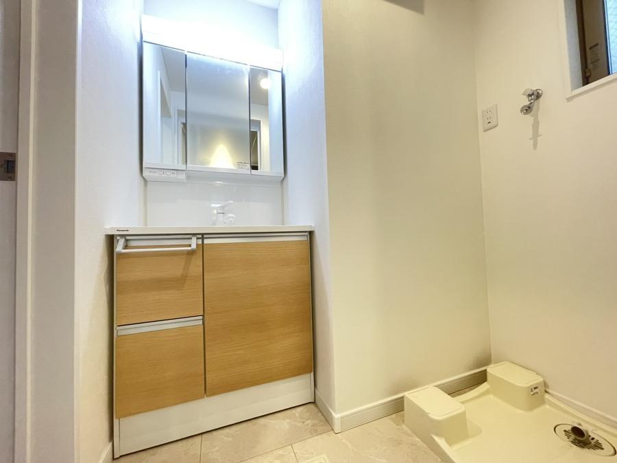 洗面台は朝をすっきりさせてくれる空間としては大切な空間です。バタバタしている忙しい朝でも収納が多い洗面台では短い時間で効率良く支度ができます。