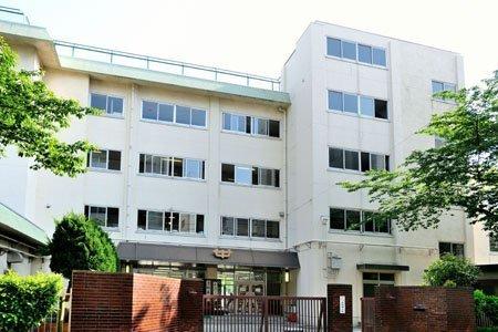 北区立浮間中学校 (730m)