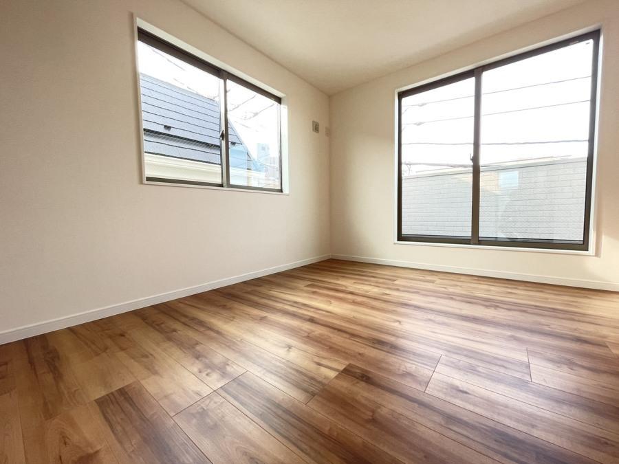 子供部屋や趣味の部屋など、多目的に使えそうな居室です