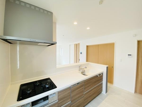 食洗機・浄水器付システムキッチン。