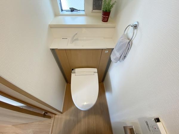 手洗いコーナー付きのトイレです。