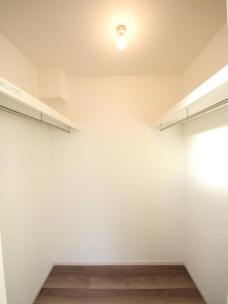 2号棟 主寝室に付属したWIC 広いのでたくさんお洋服等収納できますね。