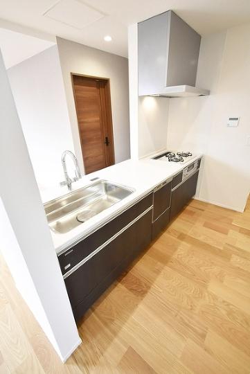 システムキッチン浄水器一体型水洗。