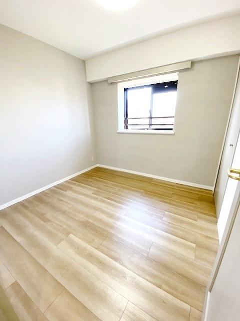 洋室 約4.5帖。 全居室収納付きでスッキリ暮らせます。