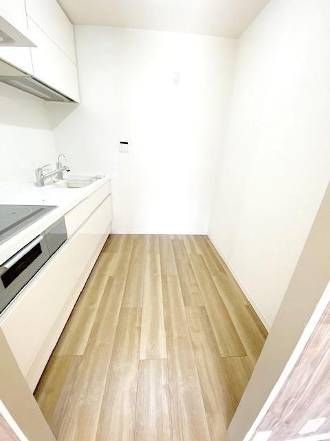 独立キッチンスペース。 臭いや水周りの音がリビングなどに届きにくく、急な来客があった時にも便利です。