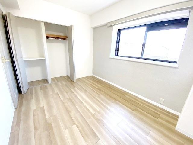 洋室(主寝室) 約6.3帖の収納スペースです。