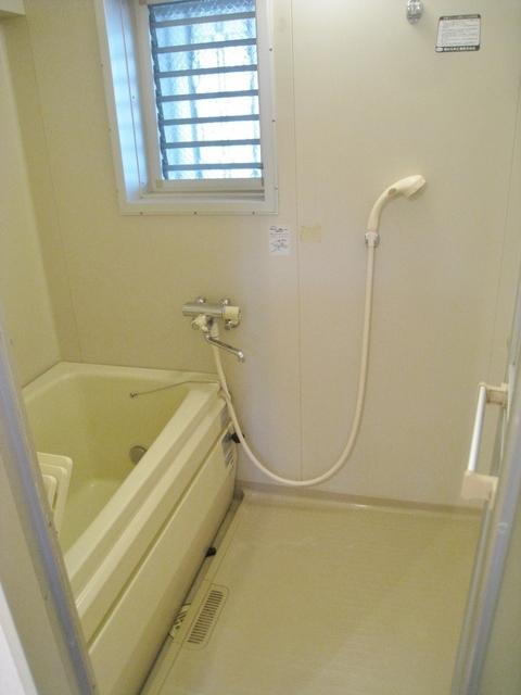 浴室に窓が付いています。