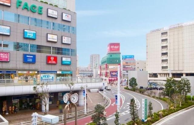 2100m 船橋駅前(JR総武線・JR総武本線・東武野田線)(2100m) 大型の商業施設や複合施設が充実した船橋駅。