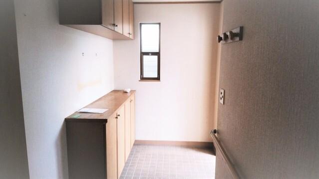 玄関シューズBOX完備。 玄関周りがスッキリまとまり、お客様を気持ち良くお出迎えできます。