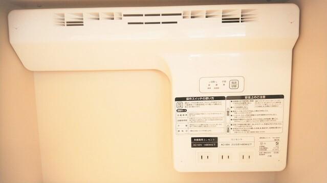 キッチンカップボードには、蒸気排出家電収納ユニット完備致しました。