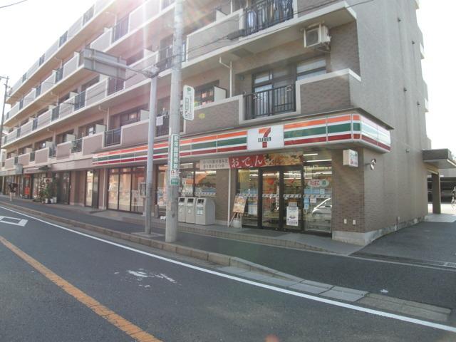 セブンイレブン船橋塚田駅前店(700m)