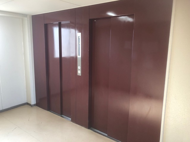 エレベーター設置2基設置マンションです。
