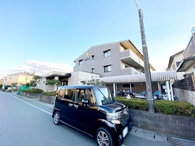 周辺は自然の色濃く残る穏やかな街並み。 再開発で期待高まる話題の「塚田」エリアで快適な暮らしを・・・。