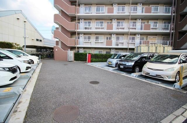 敷地内・駐車場完備です。