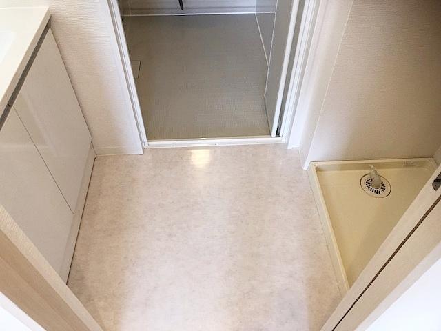 洗面スペース。洗濯防水パン設置済みです。