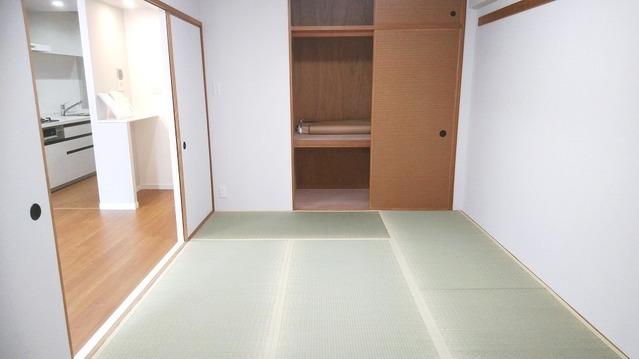 畳はフローリングに比べて柔らかいので、歩き始めの赤ちゃんや子ども達の遊び場にぴったりです。