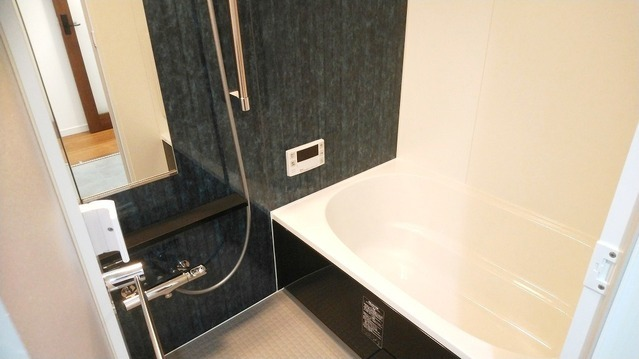 新規・ユニットバス交換。 お洗濯を一晩で乾かせる、浴室乾燥機搭載です。