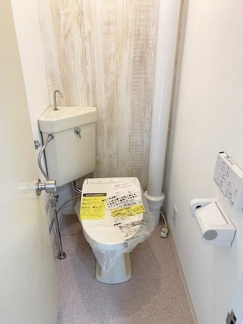 暖房便座付きシャワートイレ新規交換致しました。