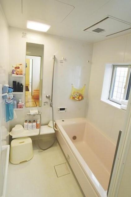 お洗濯を一晩で乾かせる、浴室乾燥機搭載です。