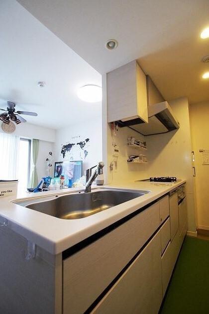 オープンタイプの対面式キッチンで、ご家族との会話も弾みます。