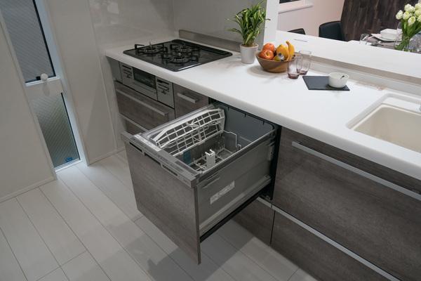 【キッチン施工例】奥様に人気な対面式システムキッチン採用♪毎日の料理にも力が入りますね!