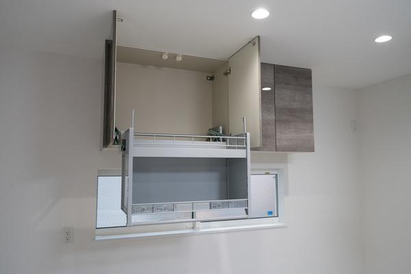 【キッチン施工例】デットスペースも有効活用!リフトダウンウォール標準採用で、収納も安心です♪