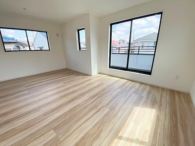 北東側洋室5.2帖と南東側洋室7帖は12.2帖の広々した寝室として使用できます。