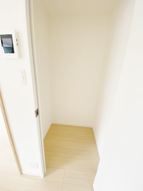 リビングクローゼットは、散らかりがちなリビングもスッキリ快適な空間にします。
