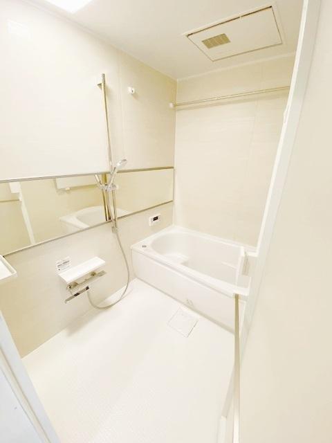 ユニットバス新規交換。 快適なバスタイムをお過ごしになれます。 お洗濯を一晩で乾かせる、浴室乾燥機搭載です。